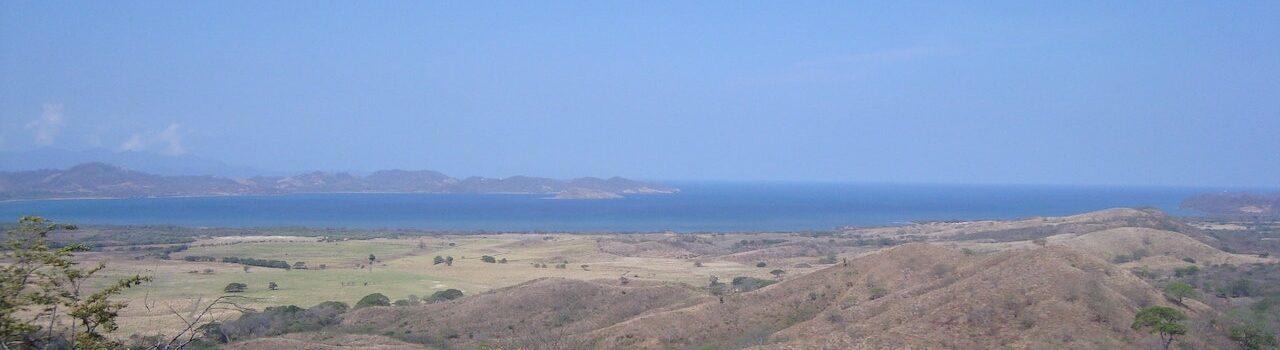 10-b Vista de Bahía Salinas-min